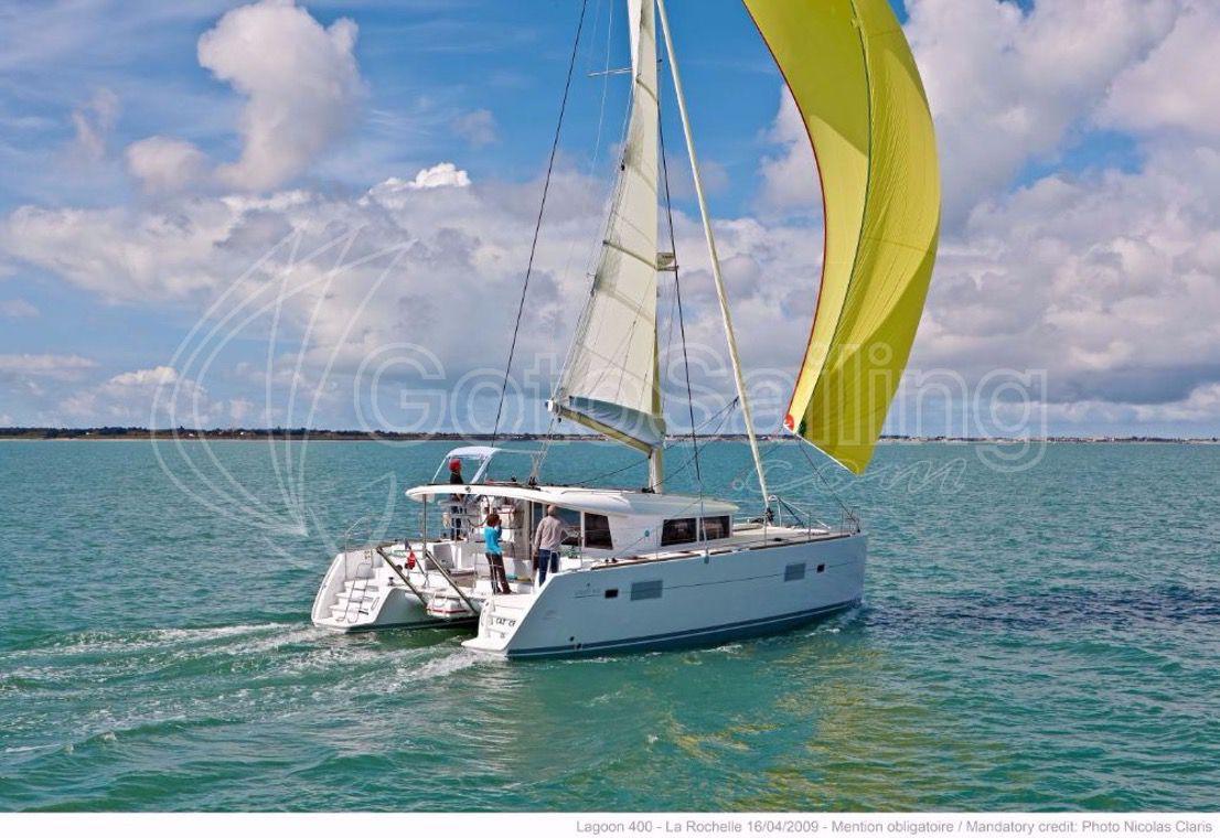 Ana Lagoon 400 S2
